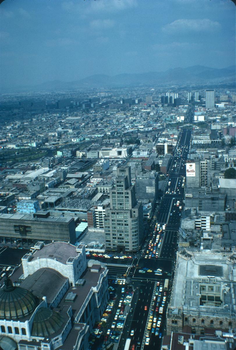 Insurgentes, avenue séparant en deux la ville de Mexico sur près de 40 km!.jpg