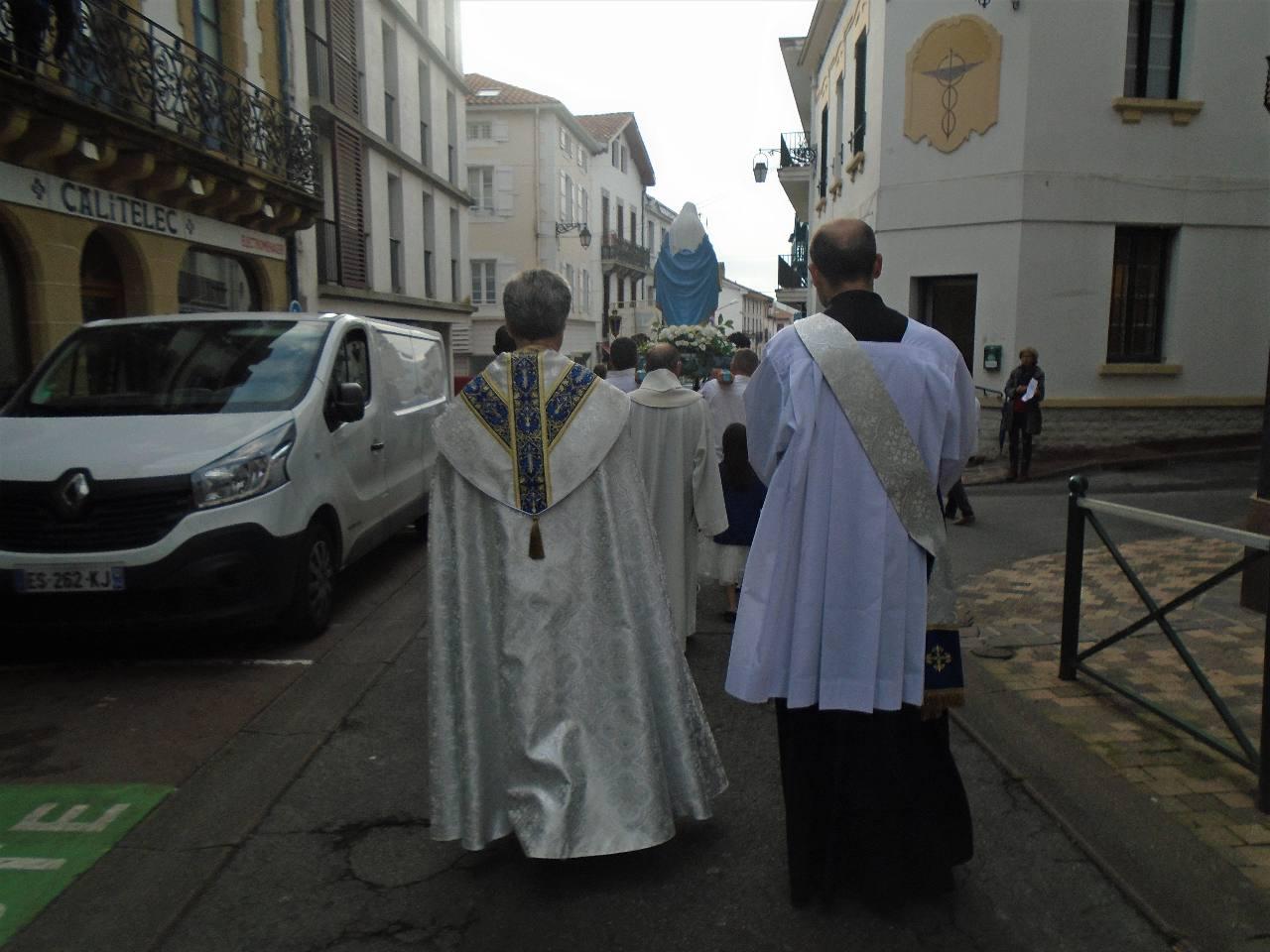 Descente de la rue du Port