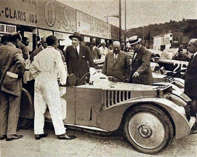 1926 les vainqueurs Tourisme avec le roi Alphonse XIII.jpg