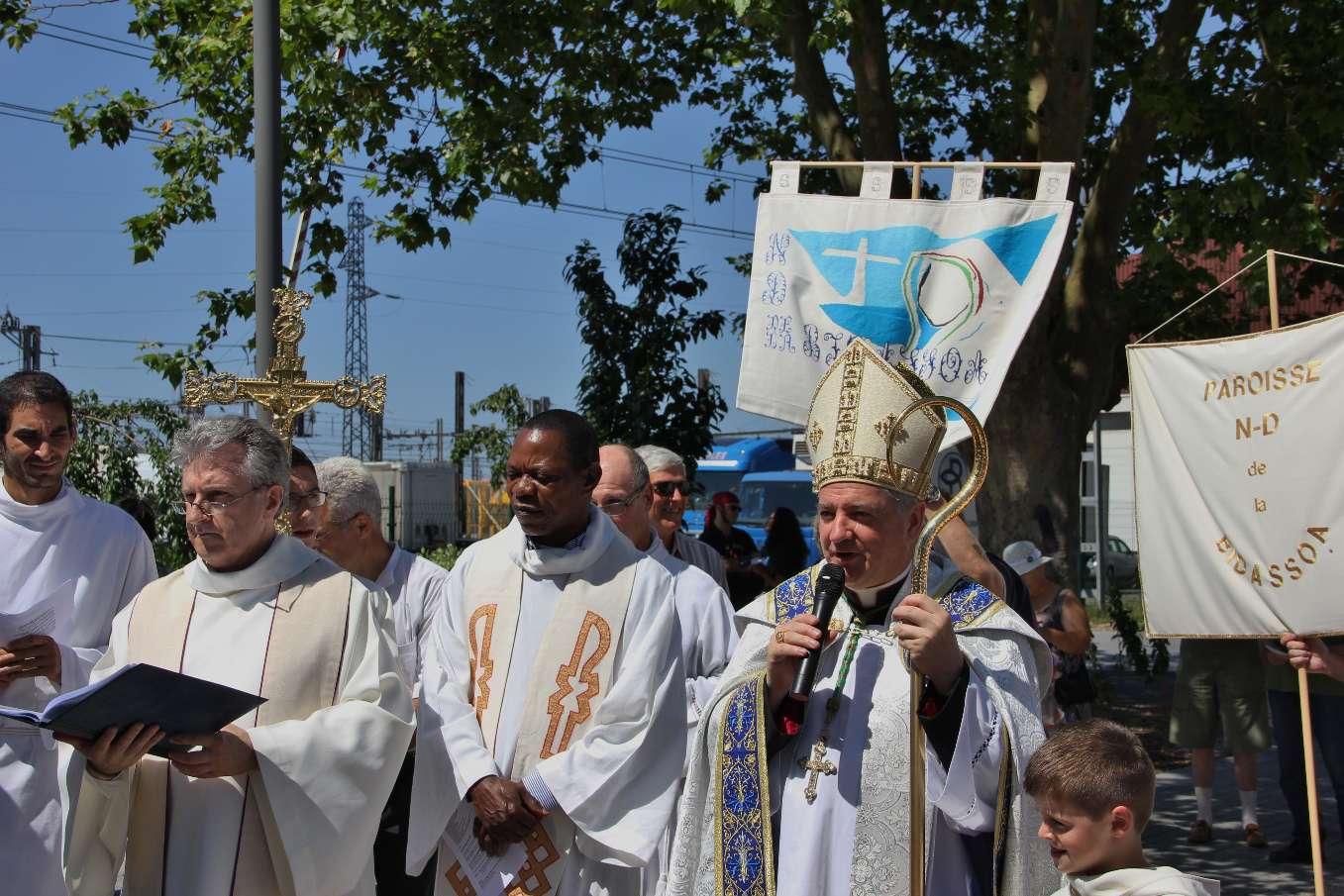 Accueil fraternel de Monseigneur Aillet pour son homologue espagnol et pour l'assemblée