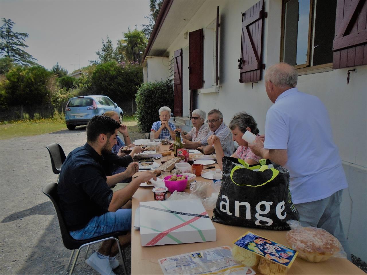 La coupure repas ; entre Aña de St Pée sur Nivelle et Babeth de Pau, Paul, diacre, père de famille et accompagnateur en Béarn