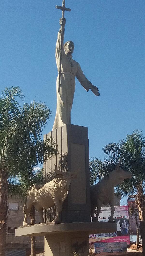 Monument au Père Cipriano Barace à Trinidad.jpg