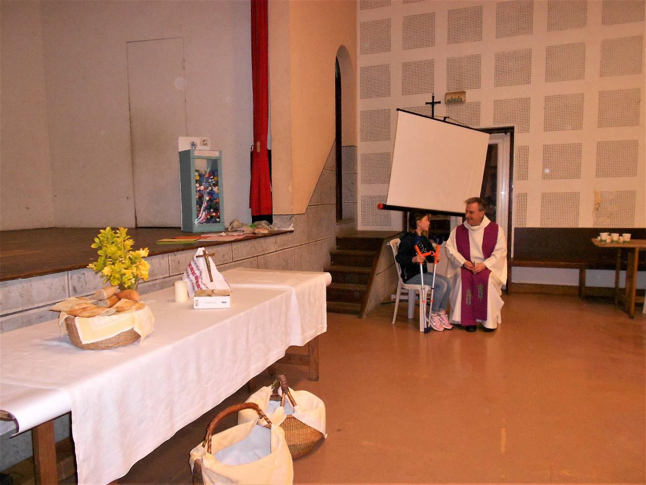 pendant la récréation, trois grandes CM2 ont demandé le sacrement de réconciliation
