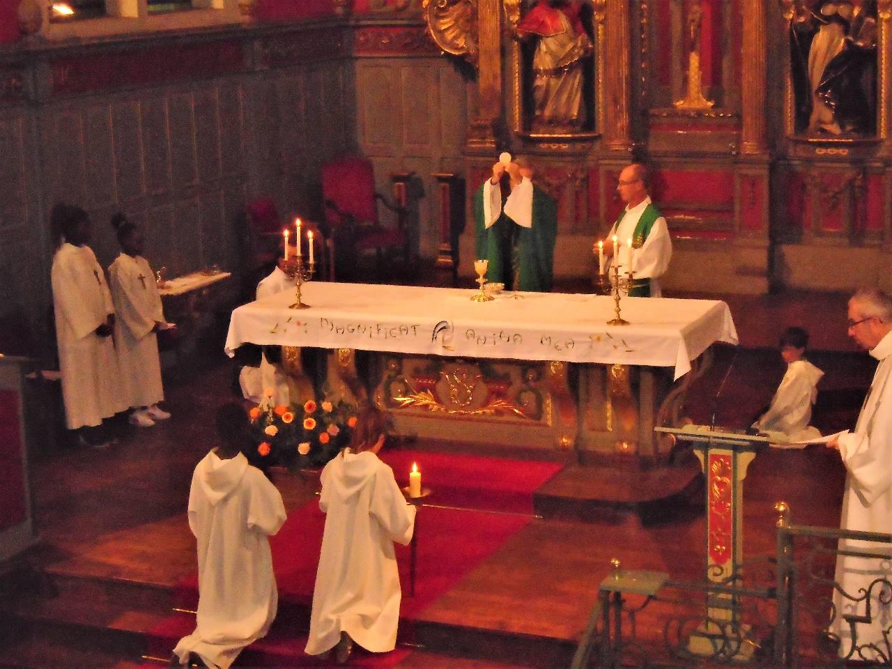"""Pendant l'Élévation, nous reconnaissons, dans notre cœur, comme saint Thomas : """"Mon Seigneur et mon Dieu !"""""""