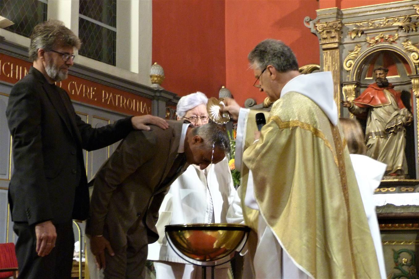 Quelques photos, de la mémoire de la Cène du Seigneur à la Vigile Pascale, avec le baptême de Fabrice