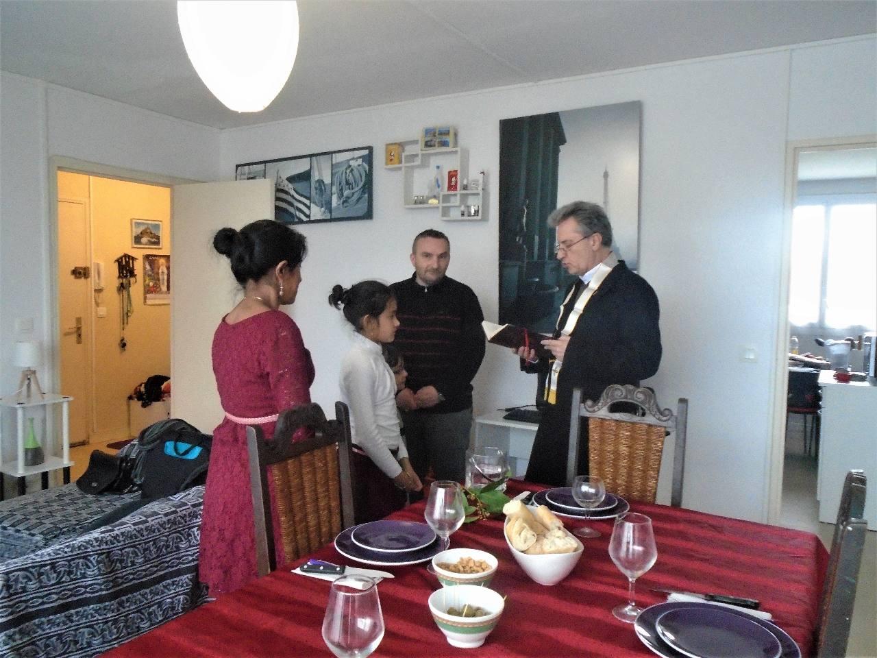 Le Dimanche des Rameaux prolongé en la bénédiction du nouveau logement de la famille Duval