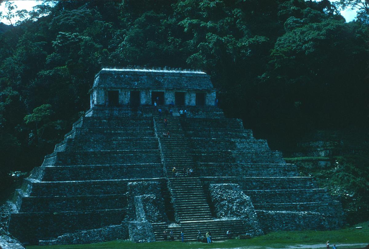 Palenque, Pyramide des Inscriptions, extérieur.jpg