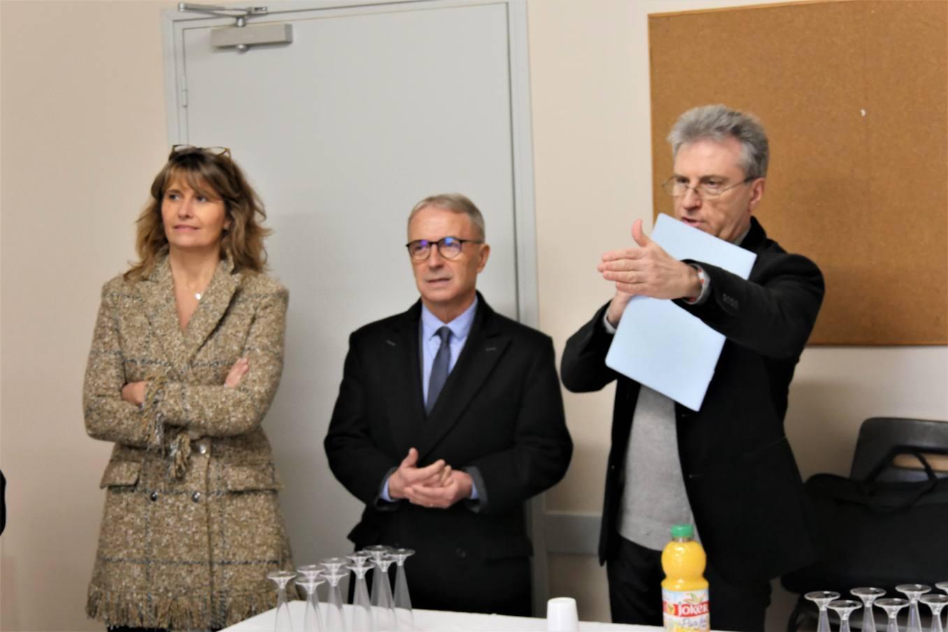 Madame la 1e adjointe, Monsieur le Maire et Monsieur le Curé