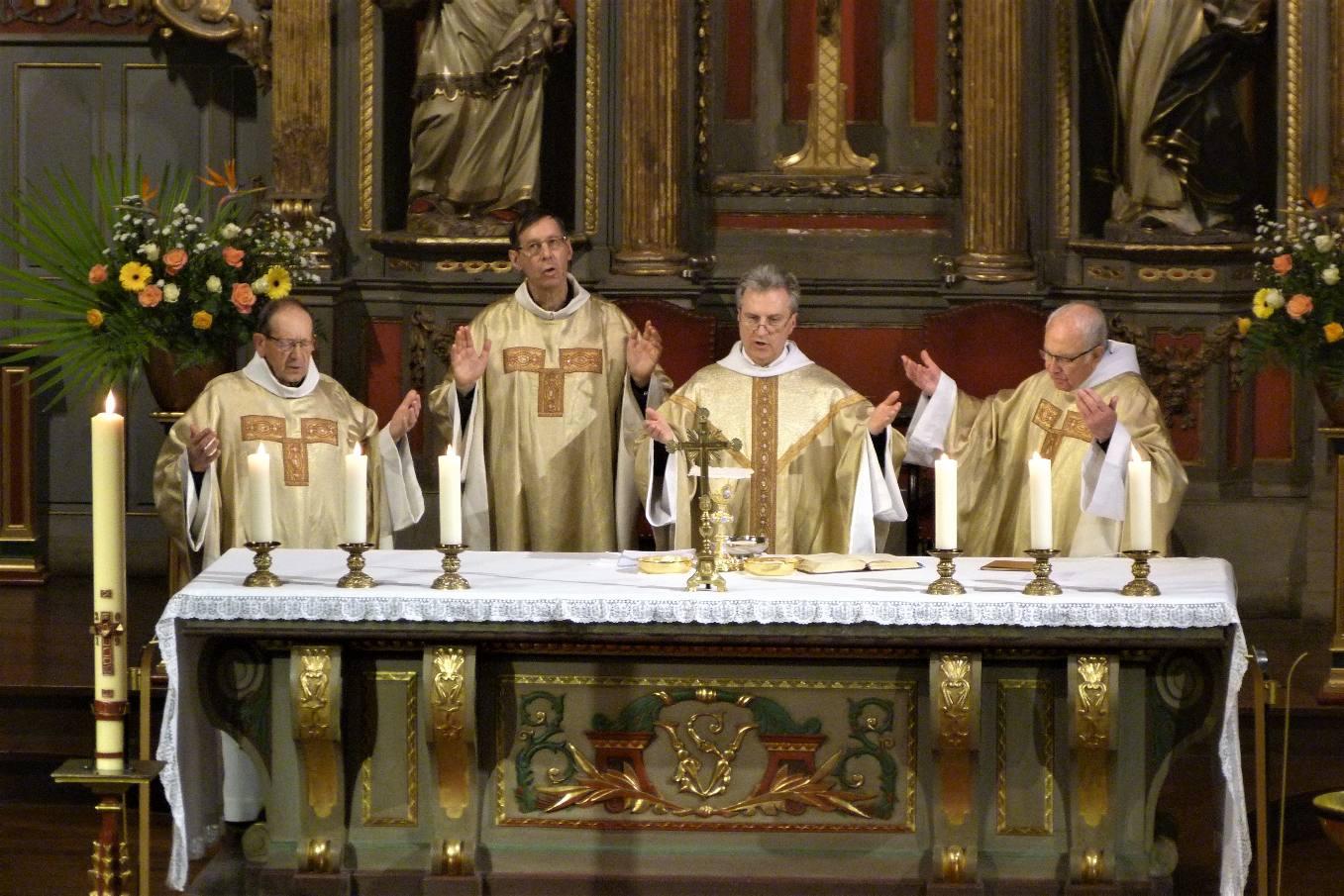 """"""" Notre Père qui est au cieux..... donne-nous aujourd'hui notre pain de ce jour...."""""""