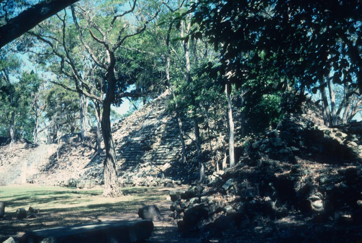 Honduras, Copan, pyramide à restaurer.jpg