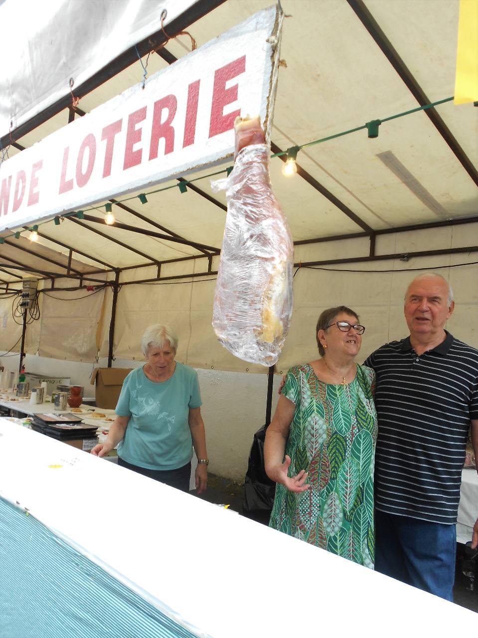 Pour les adultes, tenter sa chance avec Danièle et Christian pour gagner  un beau jambon du pays !