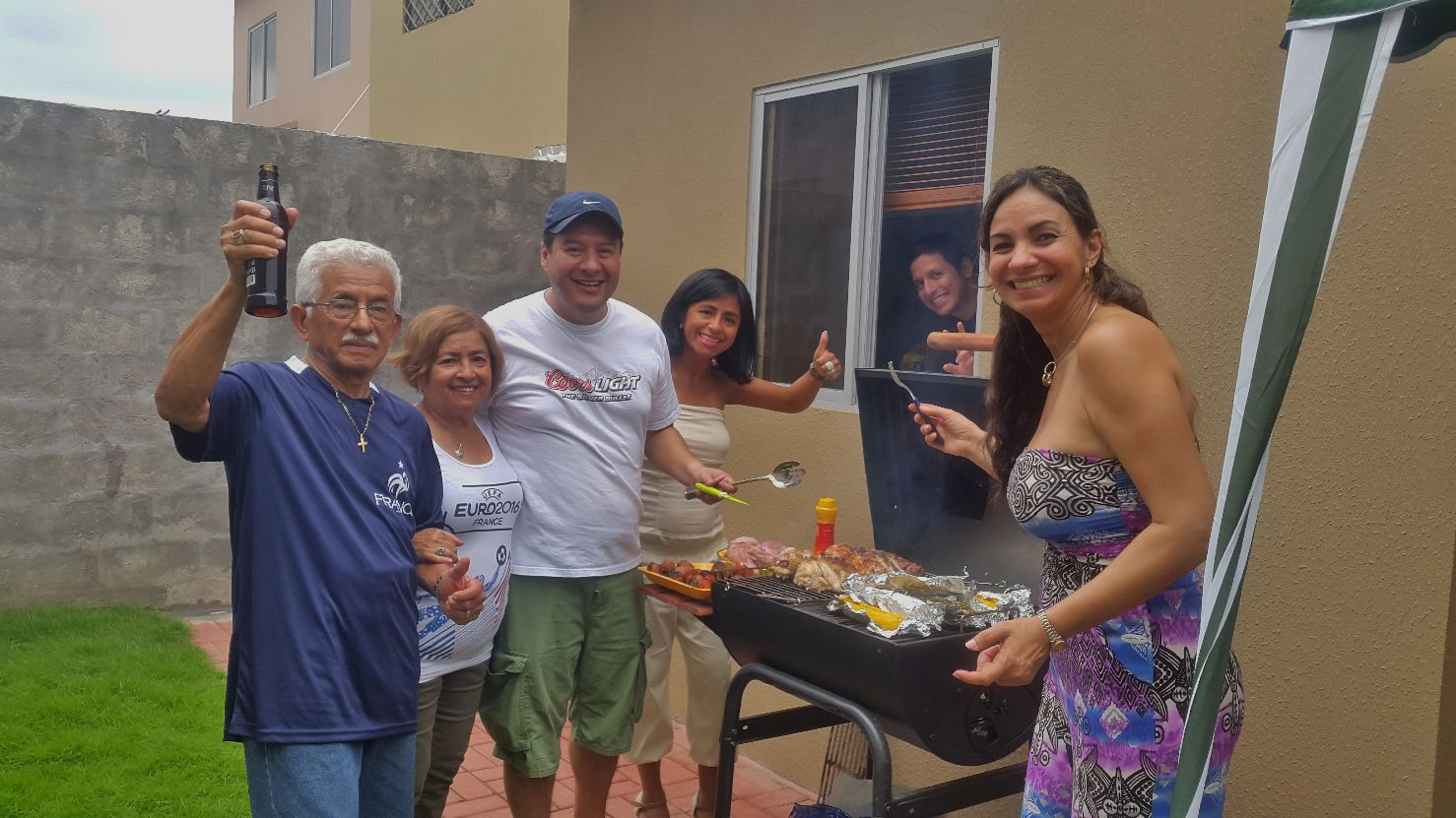 Grande fête chez mon oncle avant notre départ