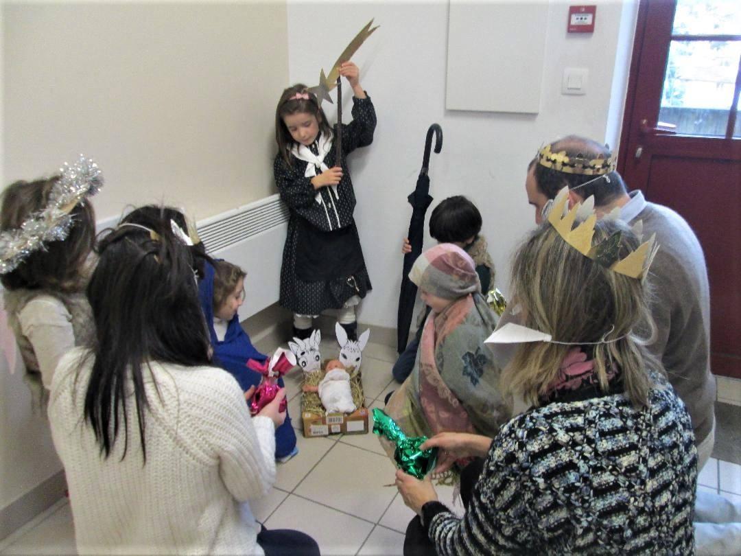 La crèche par les enfants de la catéchèse de la petite enfance