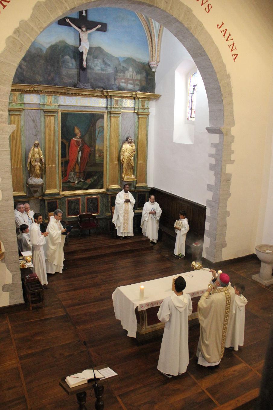 Enscensement de l'autel