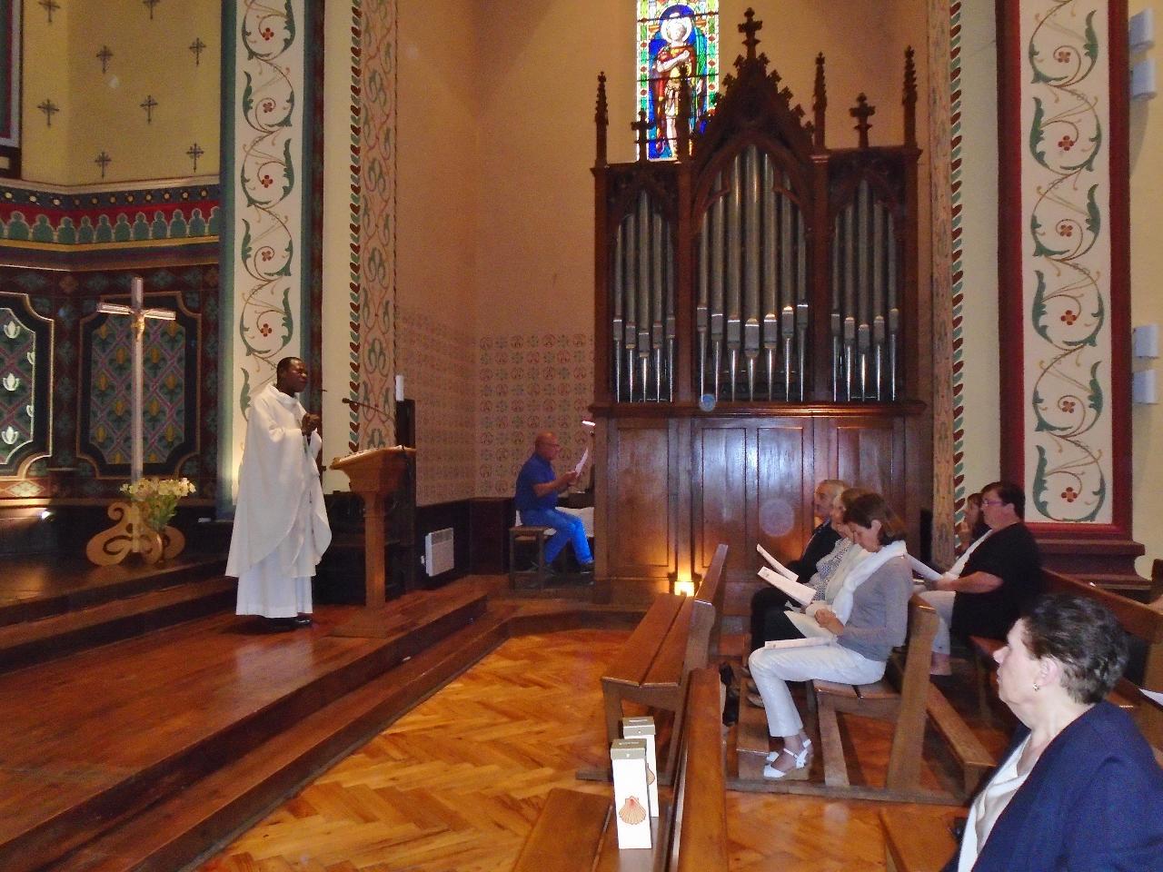 Le célébrant, l'abbé Roger-Olivier, remercie Madame le Maire et les représentants du conseil municipal, pour leur présence.