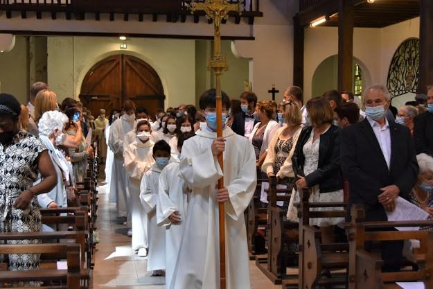 Procession d'ouverture derrière la Croix