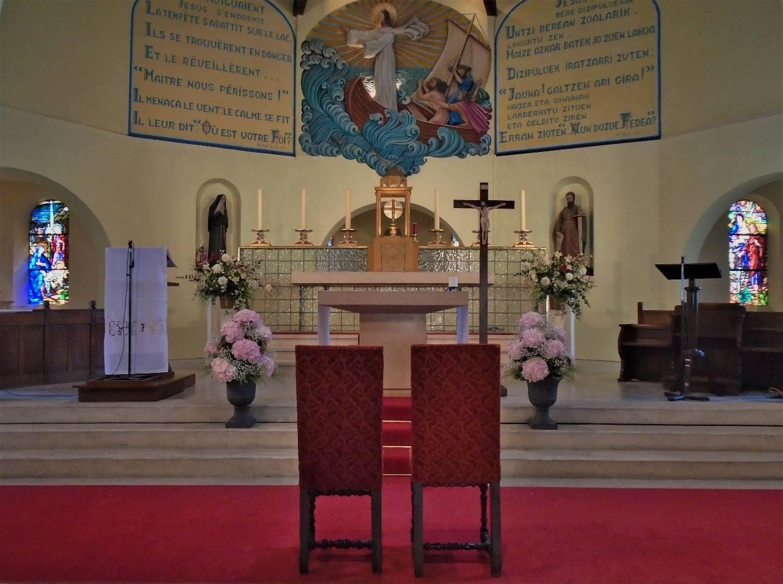 Sainte Rita (à gauche) à Sainte Anne préparée pour un mariage