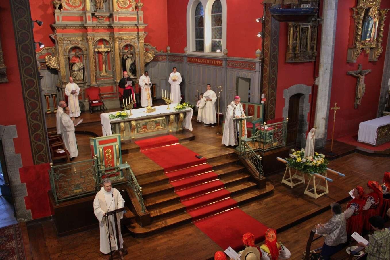 Les Vêpres, chantés en basque, résonnent joyeusement avec une assemblée heureuse de sa mission accomplie !