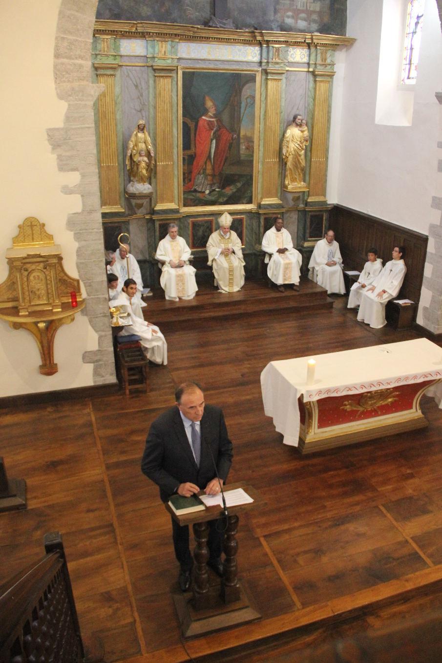 M. Hiriat, le Maire, a reçu ici tous les sacrements chrétiens. Il est fidèle à la messe dominicale. Il espère y être aussi accueilli lorsqu'il quittera ce monde. Il a relevé que ce 18 juin est plusieurs fois historique !
