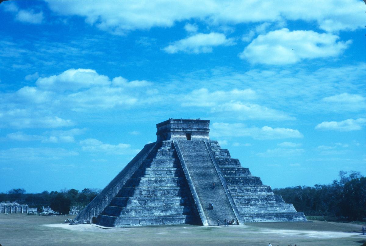 Chichen Itza, Pyramide de Kukulkan.jpg