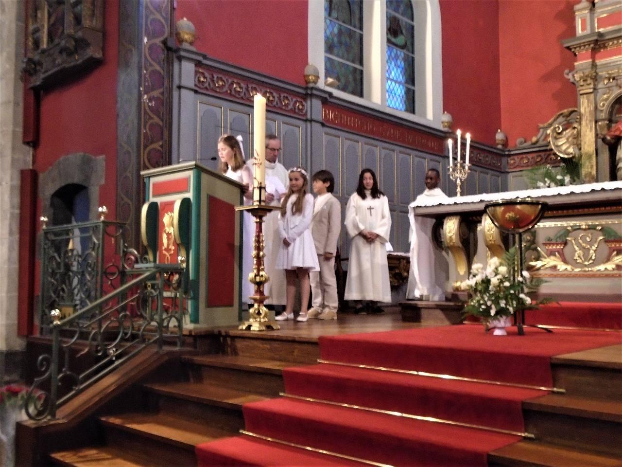 """Berta : """" Aujourd'hui, nous faisons un pas de plus vers toi, Seigneur ... aide-nous à vivre en communion avec les autres...."""""""