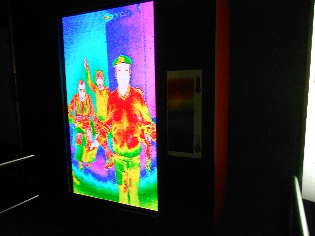 C'est qui, lui ?... plus l'image est rouge, plus il a chaud ; petit indice : le béret vert est normalement noir !