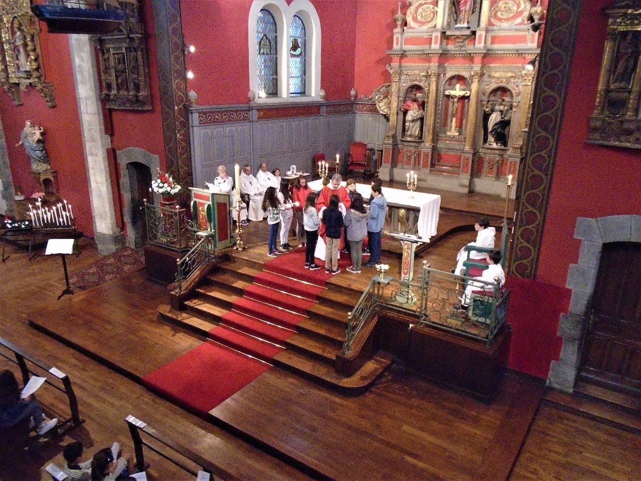 Messe de Pentecôte, et voici que nous avons tous compris une chorale allemande!