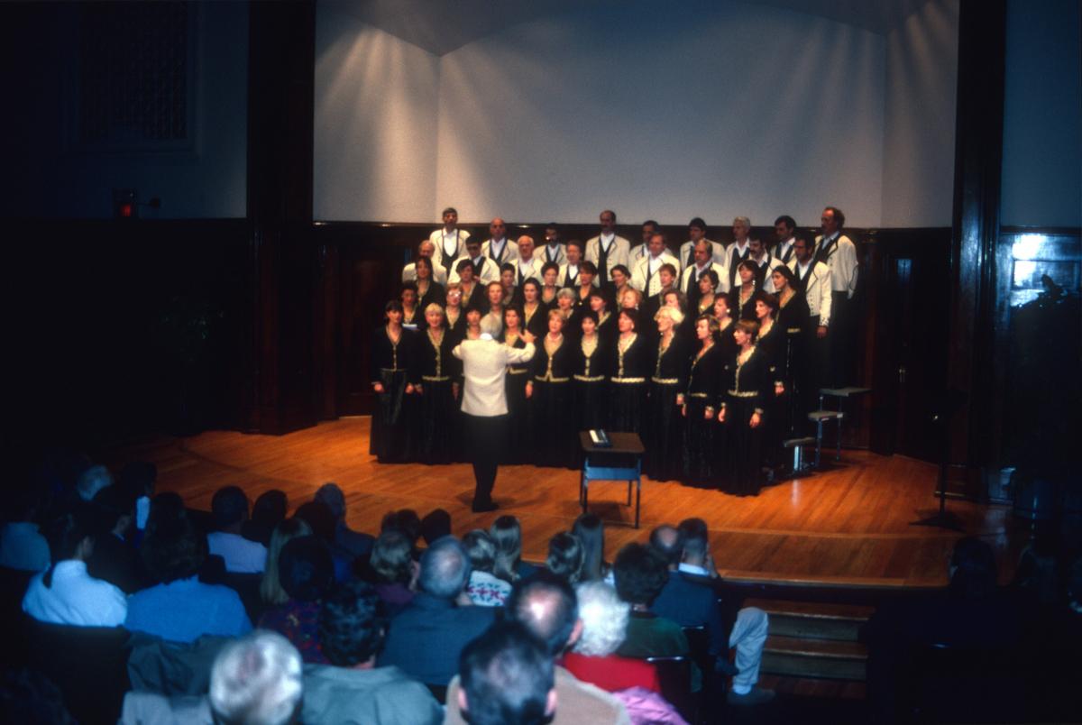 Etorburu, Choeur du Pays Basque en concert à Saint-Louis, salle du Sheldon.jpg
