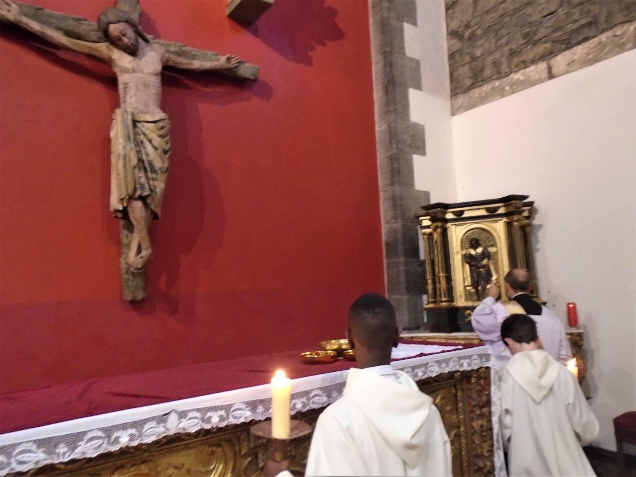 """"""" «Petite clef, oh! Je t'envie, toi qui peux ouvrir chaque jour la prison de l'Eucharistie, ... Mais je puis, ..., par un seul effort de ma foi, ouvrir aussi le Tabernacle, m'y cacher près du divin Roi..""""Ste Thérèse de Lisieux"""