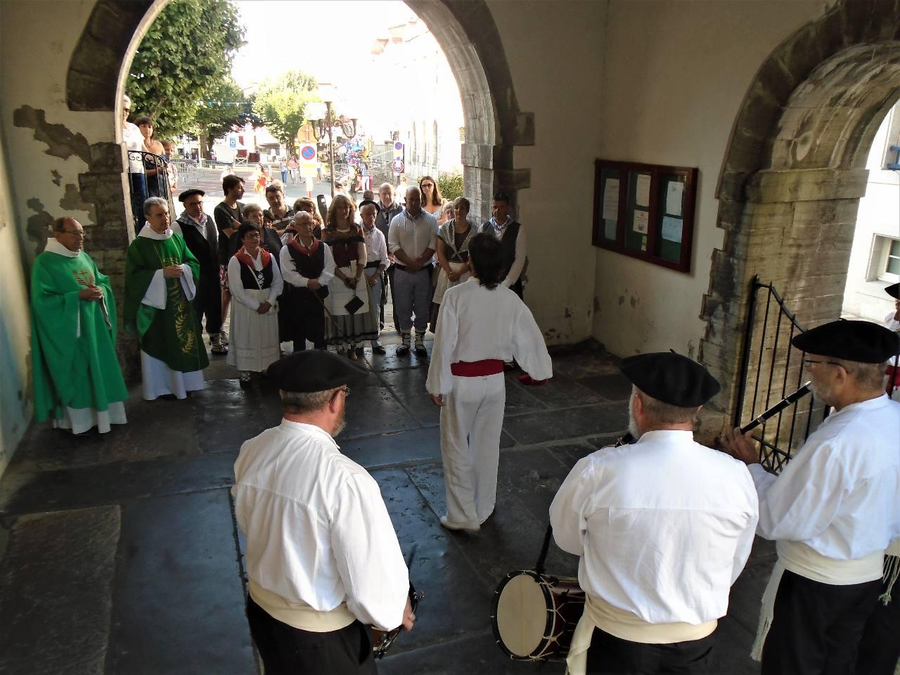 Au cœur de la Fête Basque, la Messe.