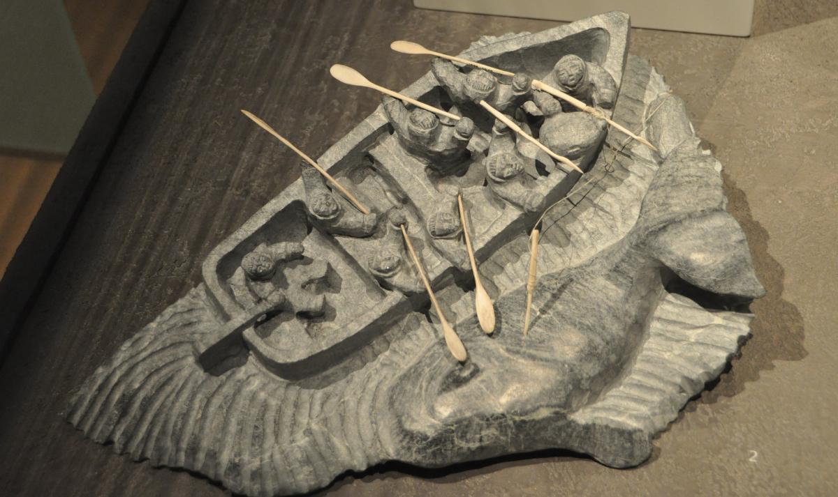 chasseurs de baleine, sculpture inuit.JPG