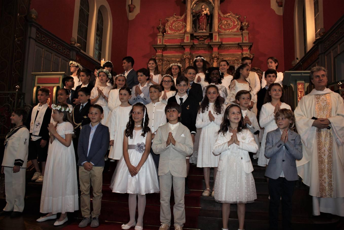 Première communion pour 36 enfants en la fête du Corps et du Sang du Christ.