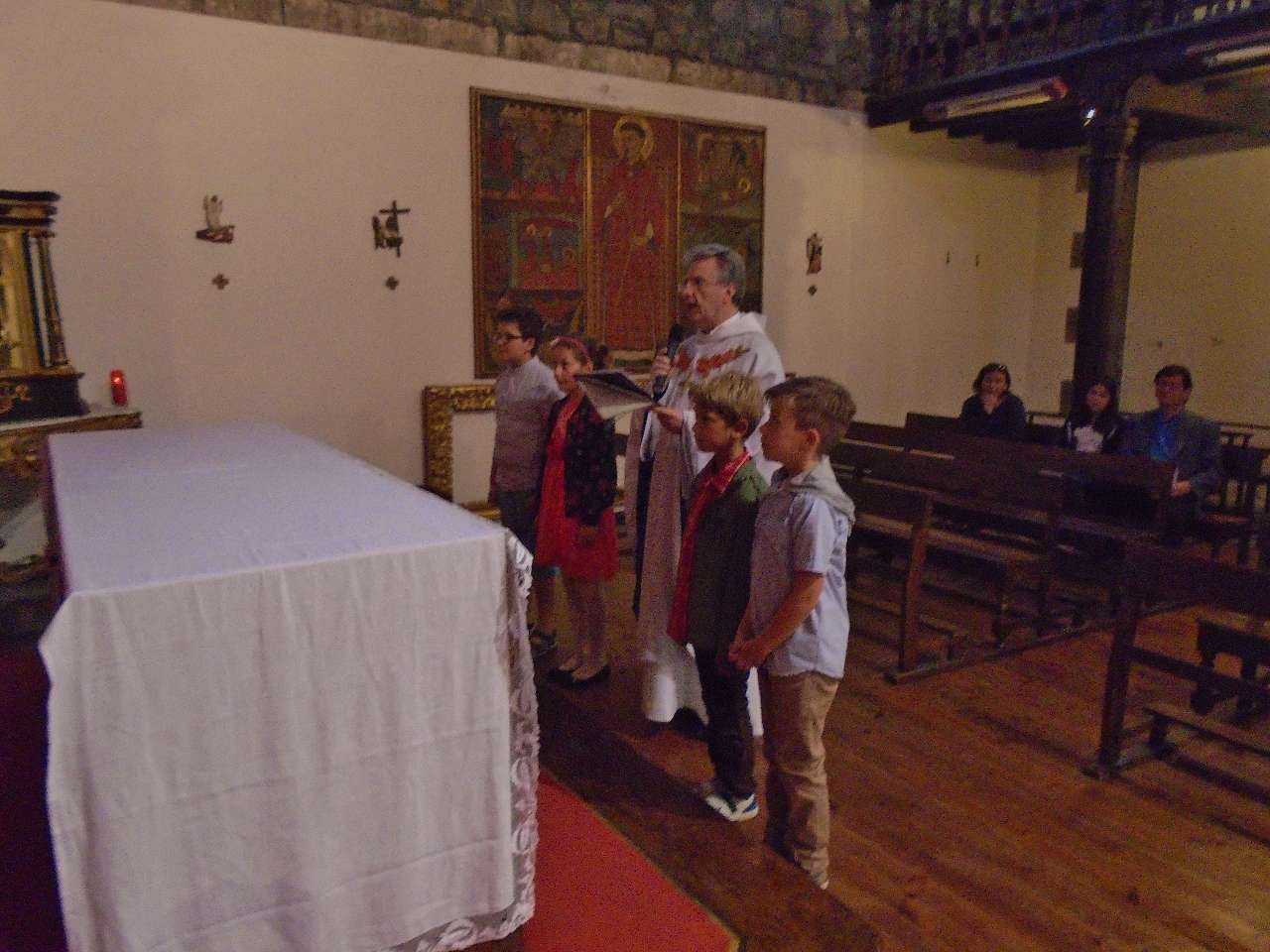 Prière pénitentielle devant le grand Christ en Croix