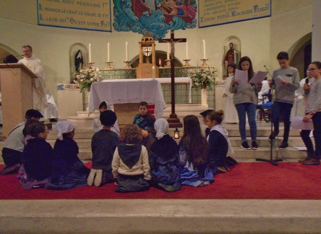 Ils trouvent Marie, Joseph et le bébé comme l'Ange l'a annoncé.