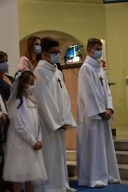 Le vêtement blanc et la Croix