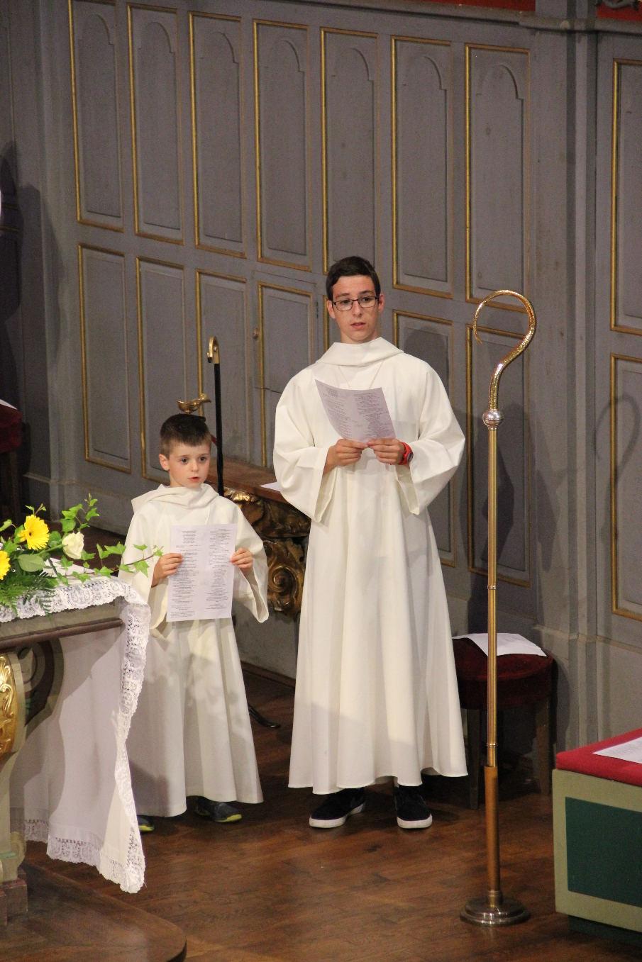 """Messe le matin, procession et vêpres l'après-midi ; pour sa première fois, le petit Vicente a eu droit au grand """"jeu"""" !"""