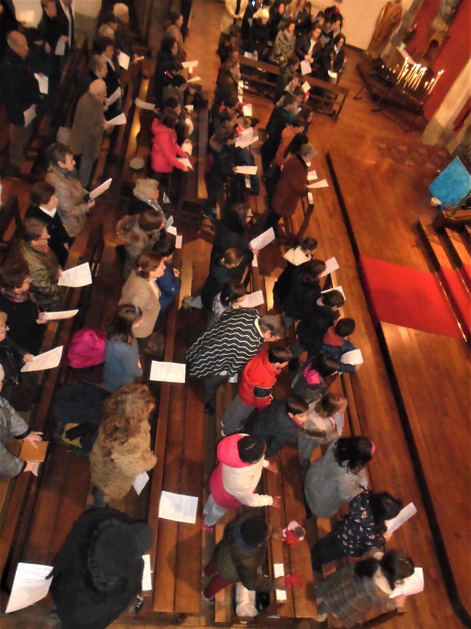 ... de nombreux enfants et familles pour une belle messe !