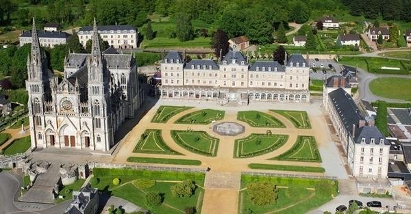 Basilique Notre Dame de Montligeon.jpg
