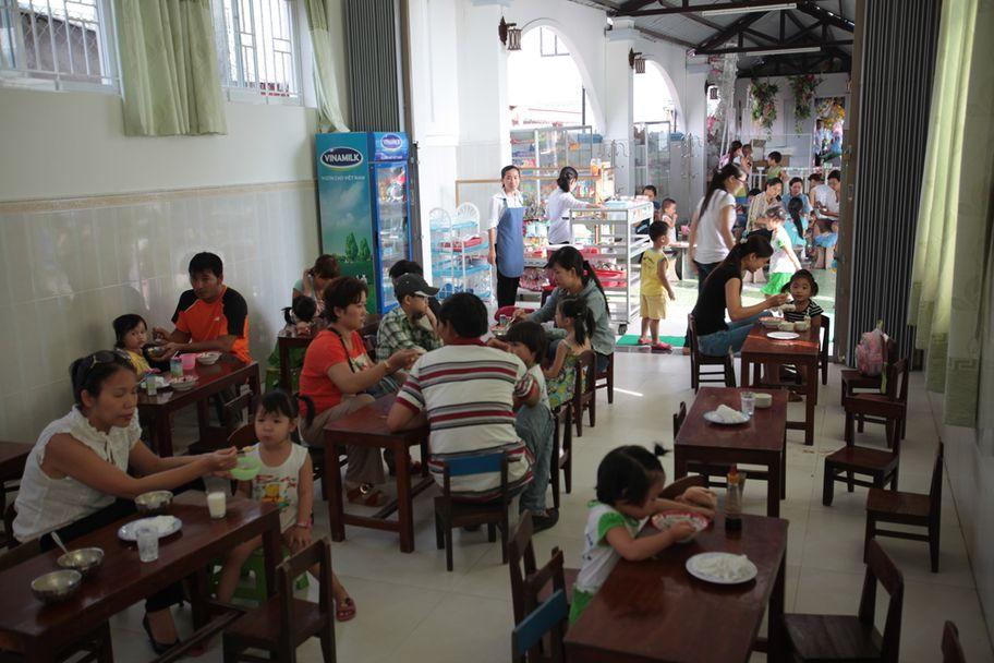 La cantine de l'école Bich Truc à Huê
