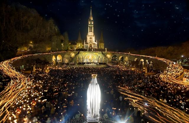 Lourdes-Procession-mariale-aux-Flambeaux.jpg