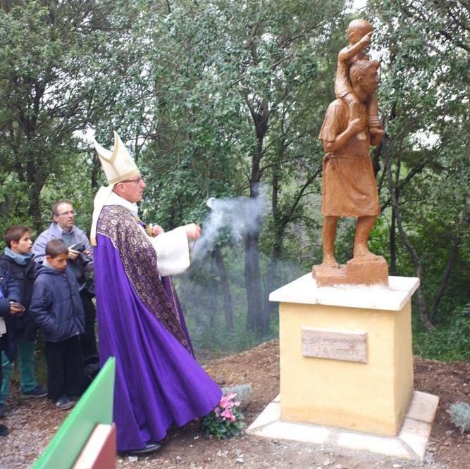 Installation de la statue de de Saint Joseph de la Marche à Cotignac