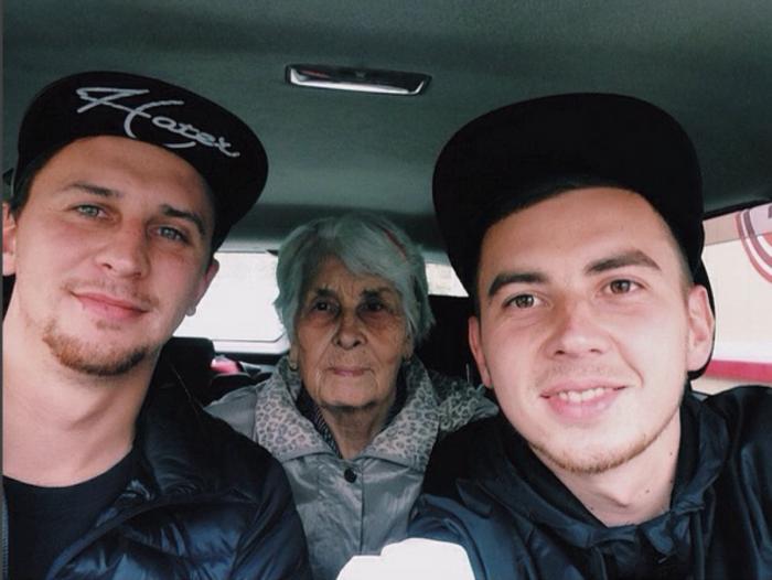 Баб Валя с внуками