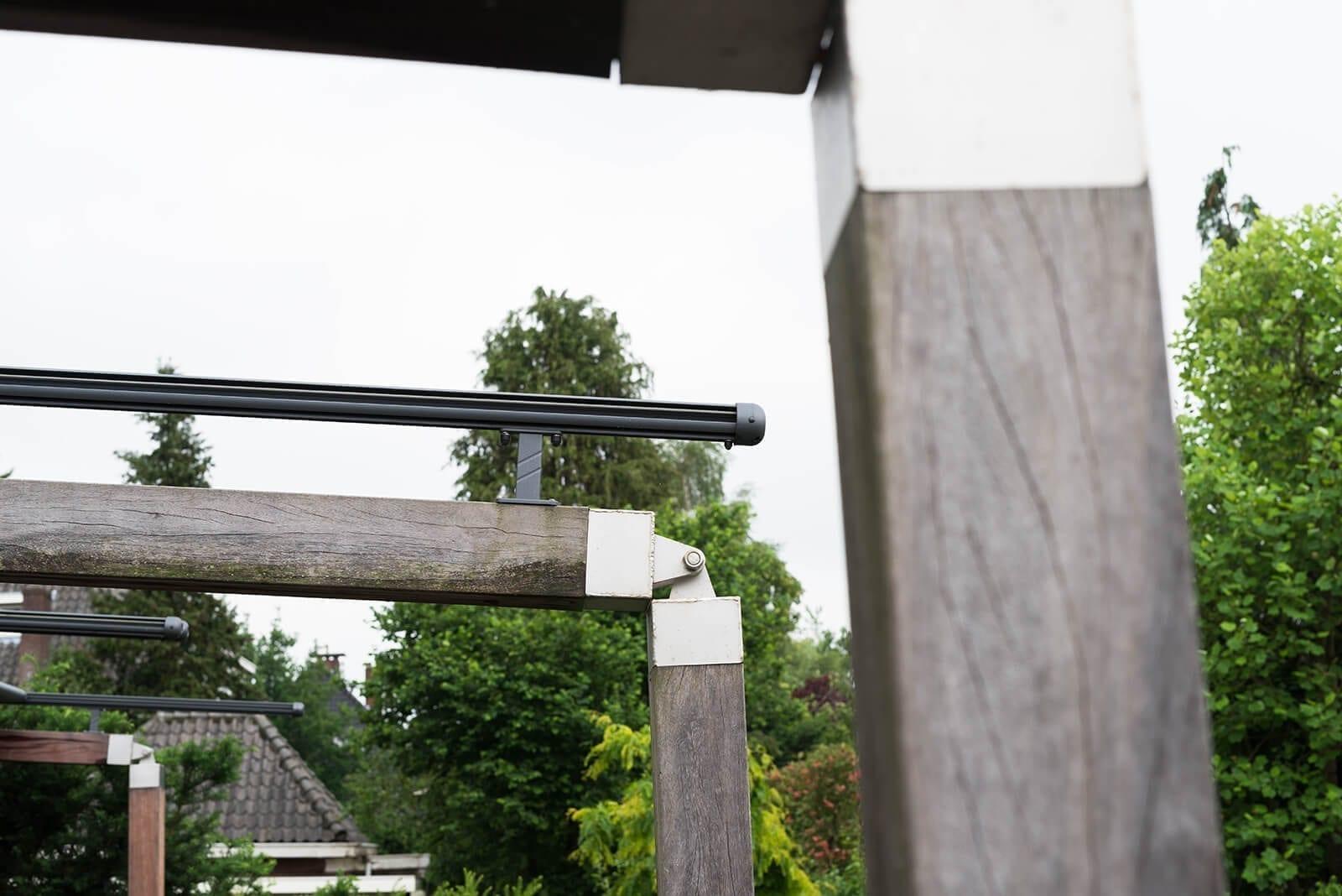 Houten terrasoverkapping met doek