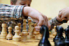 «Первоклашек» Москвы учат играть в шахматы