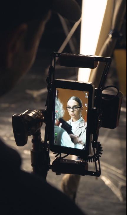 Креативный продакшн Sanin Delaet Video и агентство «Director's Cut» сняли рекламный ролик для мобильного приложения Chatium