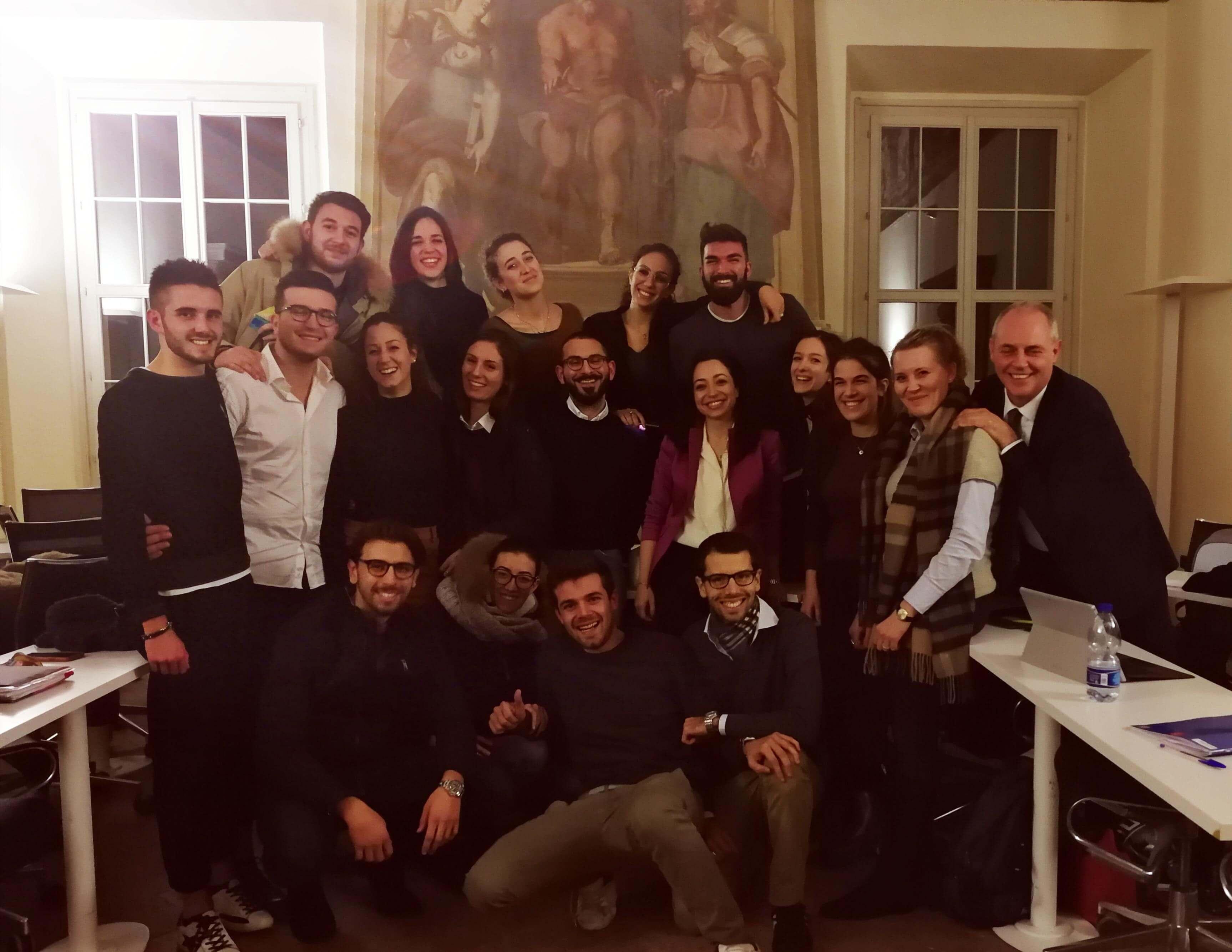 Foto di gruppo degli studenti della Bologna Business School