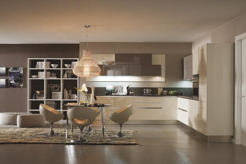 https://www.casa-naturale.com/wp-content/uploads/2013/01/Veneta-Cucine_Carrera.go_Beige-maniglia-lucido-e-marron-nocciola1.jpg