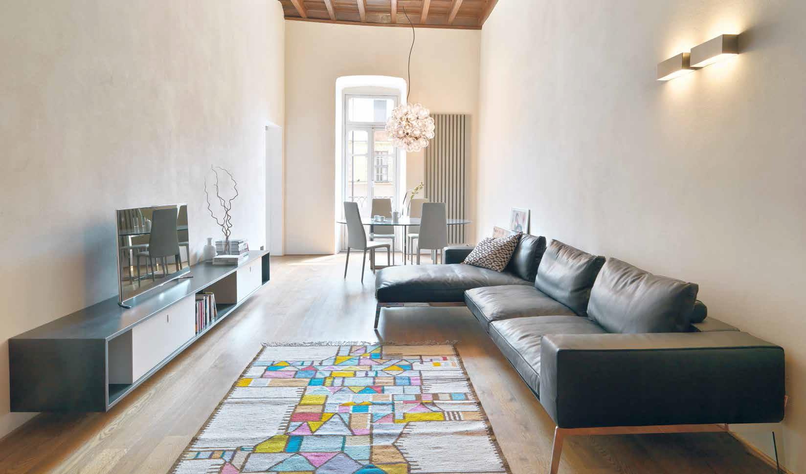 Soffitti Alti 4 Metri : Ristrutturazione di un appartamento: luce colore stile casa naturale