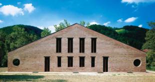 edificio in mattoni