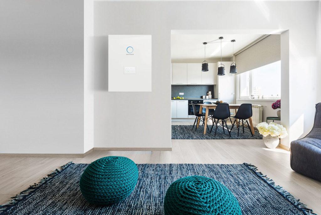 Il sistema di storage domestico sonnenBatterie ha il design di un complemento d'arredo
